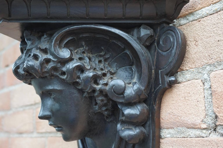 Antique Hand-Carved Renaissance Style Italian Wall Bracket by Ernesto Petralli For Sale 1