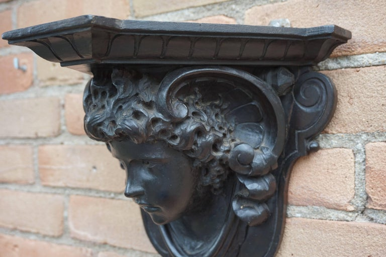 Antique Hand-Carved Renaissance Style Italian Wall Bracket by Ernesto Petralli For Sale 2