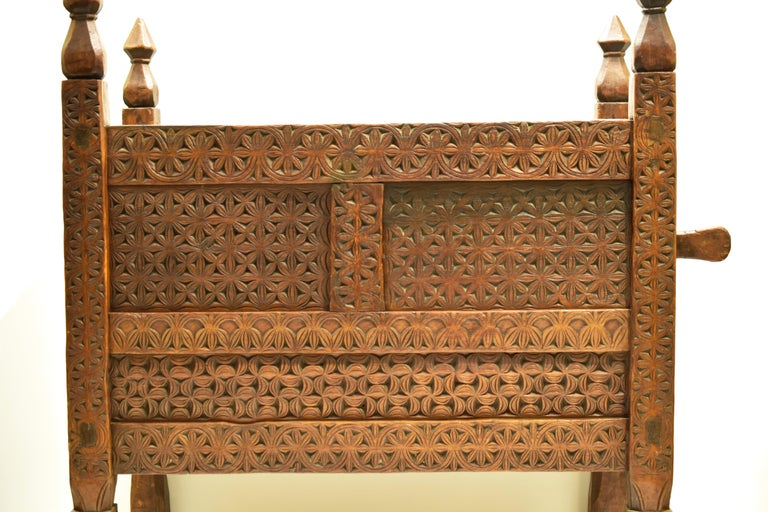 Swat, Pakistan Period: mid-19th century Entirely hand carved Interlocking structure no gluing Very good condition Measurements: cm W113 x D59 x H121.5 cm.