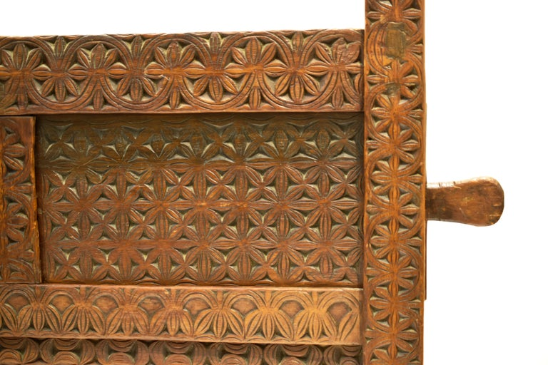 Antique Hand-Carved Swat Chest from Pakistan In Good Condition For Sale In Prato, IT