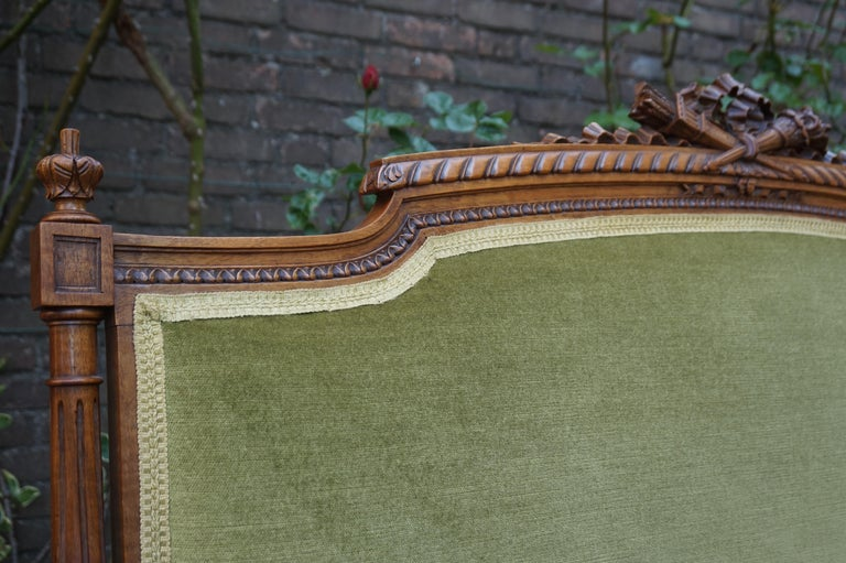 Antique Hand Crafted and Carved Nutwood Louis Seize XVI Canape / Settee / Bench In Excellent Condition For Sale In Lisse, NL