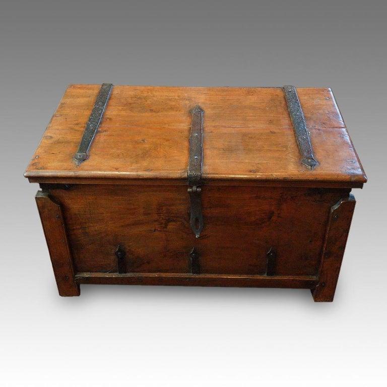 Antique Hardwood Merchant Chest In Good Condition For Sale In Salisbury, Wiltshire
