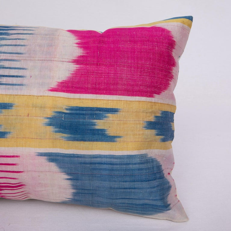 Antique Ikat Pillowcase /Cushion Cover from Uzbekistan, 1900s In Good Condition For Sale In Istanbul, TR