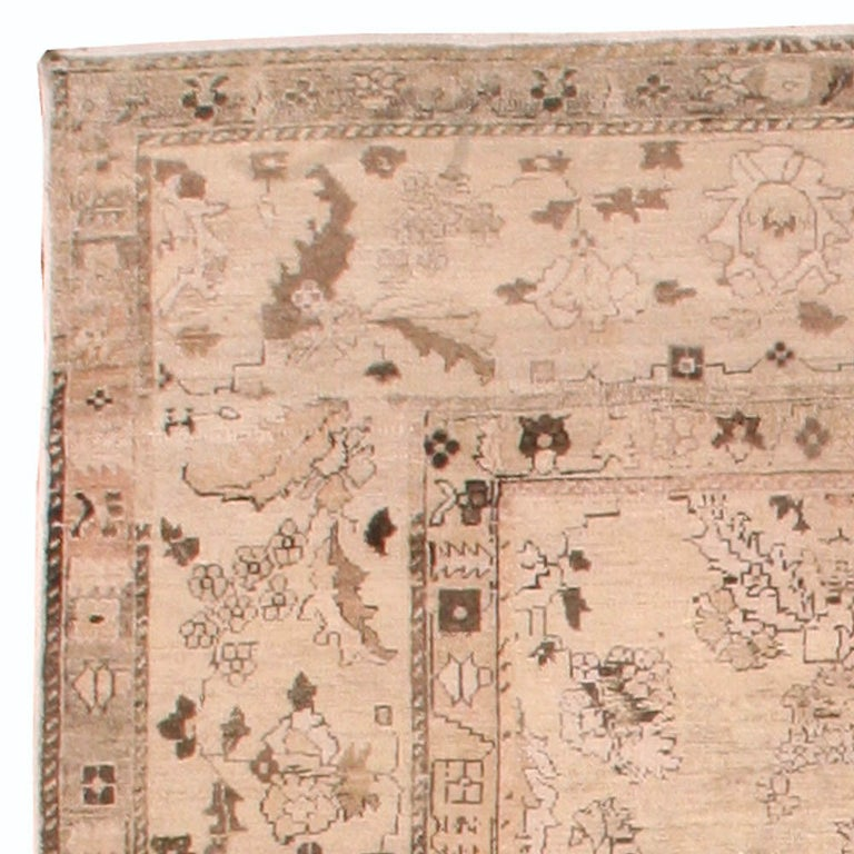 Antique Indian Amritsar Rug In Good Condition For Sale In New York, NY
