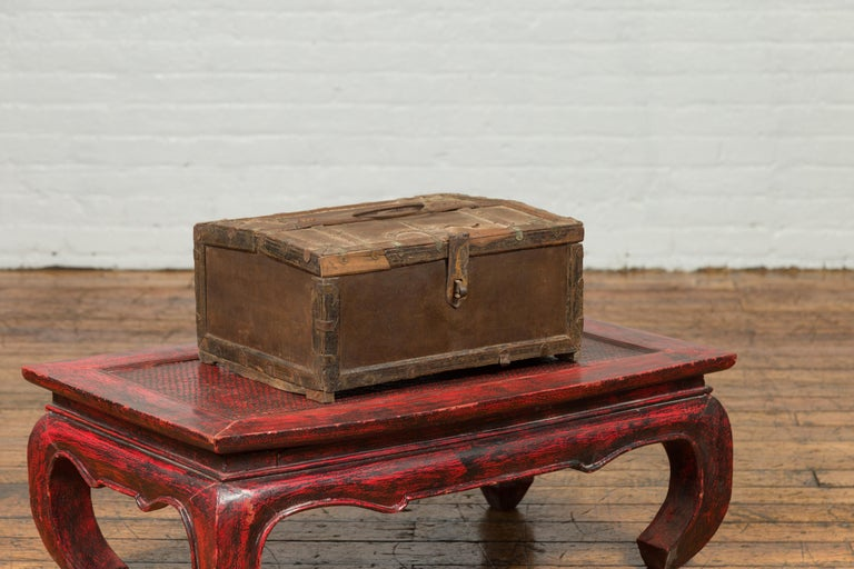 Antique Indian Wooden Cash Box from the 19th Century with Iron Hardware For Sale 1
