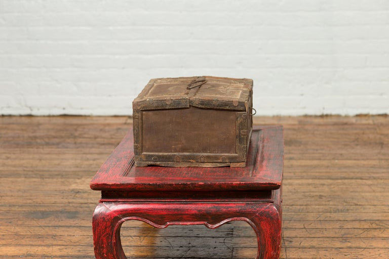 Antique Indian Wooden Cash Box from the 19th Century with Iron Hardware For Sale 2