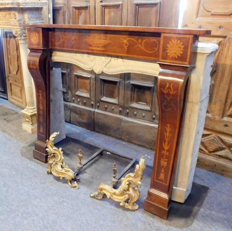 Antique Inlaid Walnut Wood Fireplace Mantel, 19th Century In Good Condition For Sale In Cuneo, Italy (CN)