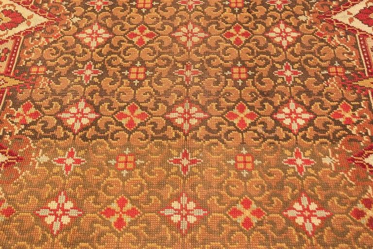 Antique Irish rug, origin: Ireland, circa turn of the 20th century, 1900. Size: 6 ft 9 in x 8 ft 6 in (2.06 m x 2.59 m).   Here is a beautifully woven antique carpet – an antique Irish rug, woven in the United Kingdom of Great Britain and Ireland