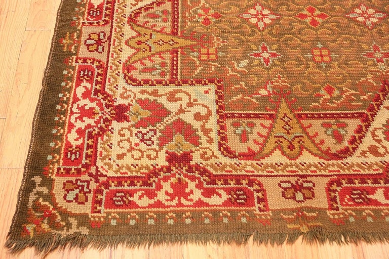 Northern Irish Antique Irish Rug. Size: 6 ft 9 in x 8 ft 6 in (2.06 m x 2.59 m) For Sale