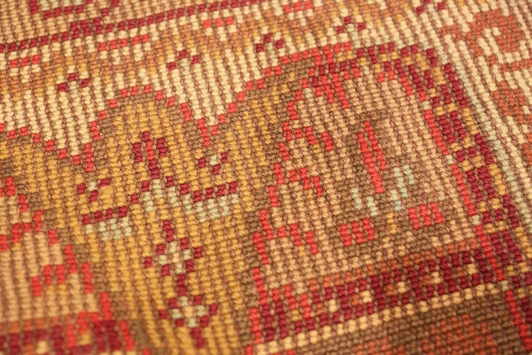 Wool Antique Irish Rug. Size: 6 ft 9 in x 8 ft 6 in (2.06 m x 2.59 m) For Sale