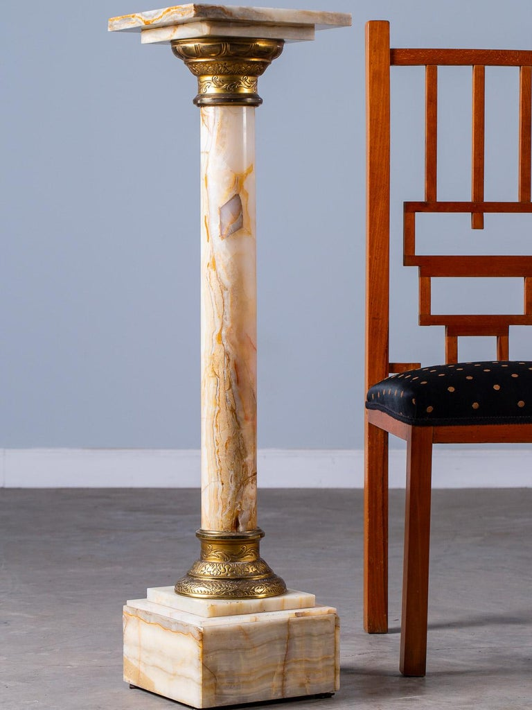 Antique Italian Alabaster Pedestal with Gilt Bronze Mounts, circa 1890 For Sale 1