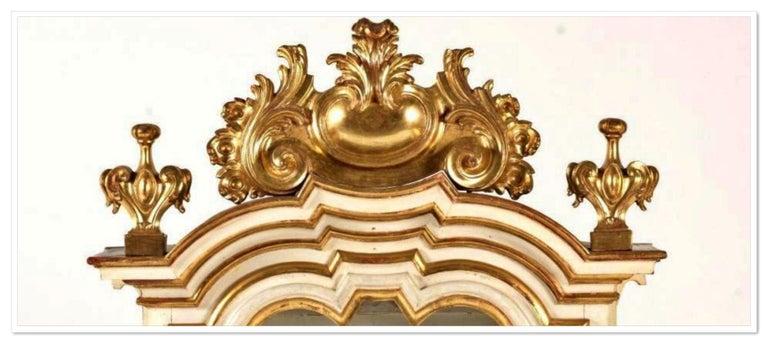 Italian cabinet 18th century Restored Gold wood lacquer Measures: 80cm x 65cm x 150cm.