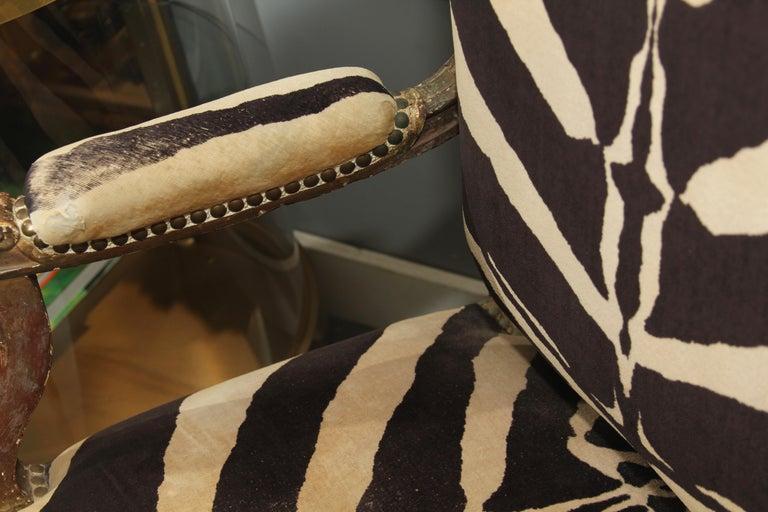 Antique Italian Chair in Zebra Cotton Velvet For Sale 4