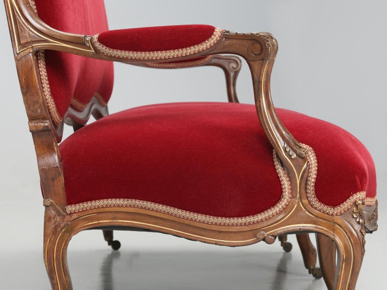 Antique Italian Louis XV Style Settee Covered in Mohair For Sale 10
