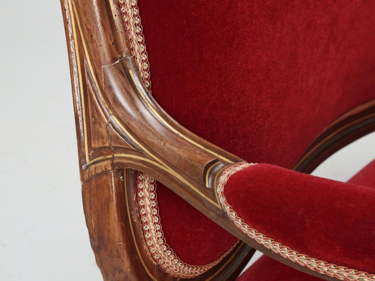 Antique Italian Louis XV Style Settee Covered in Mohair For Sale 3