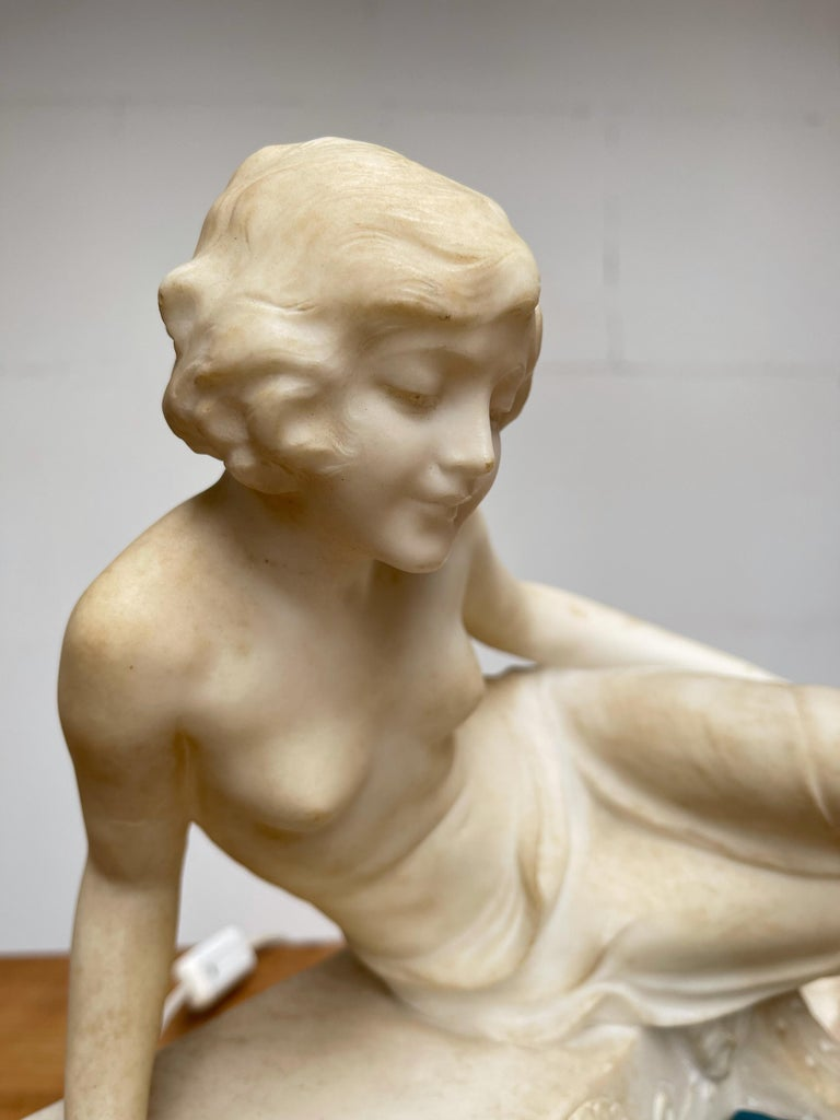 Antique Italian Marble Figure of a Female Nude by Emilio P. Fiaschi Table Lamp  In Good Condition For Sale In Lisse, NL