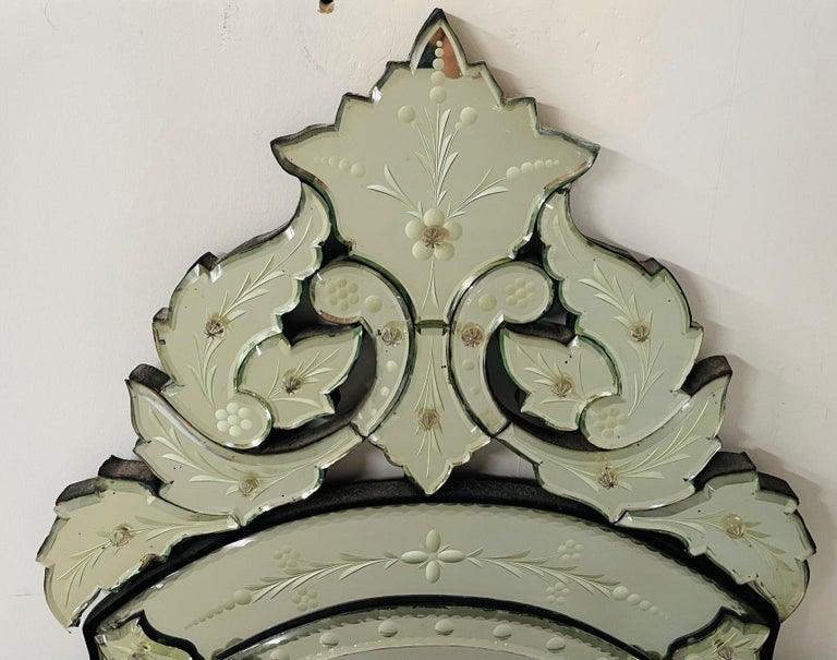 Antique Italian Venetian Etched Glass Mirror In Good Condition For Sale In Plainview, NY