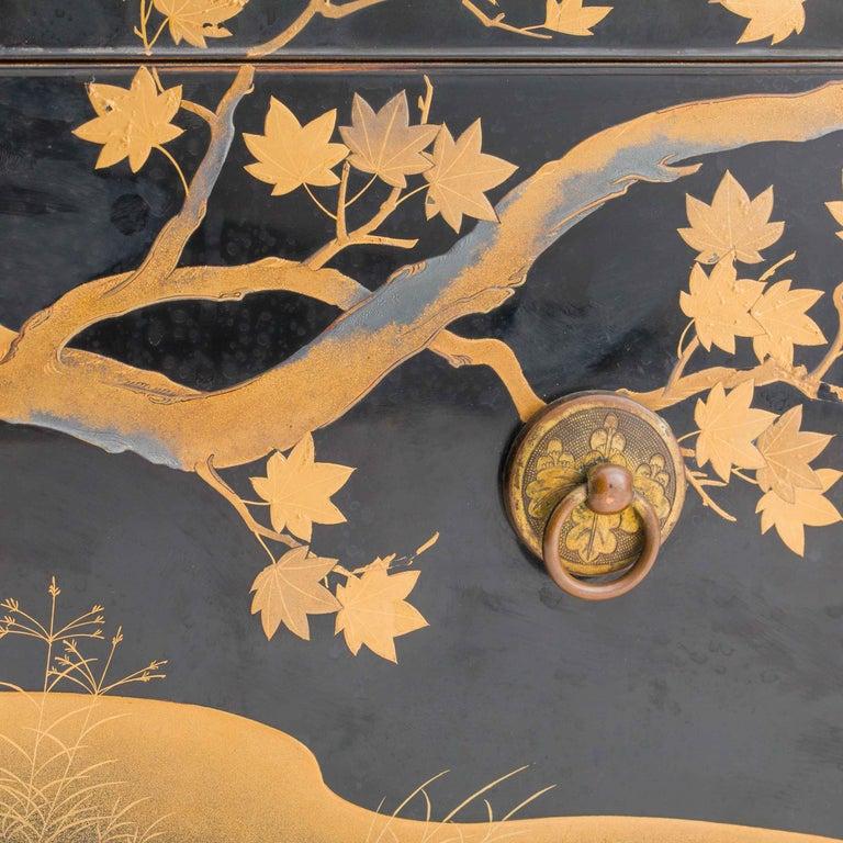 Antique Japanese Black Lacquer Noh Mask Box with Gold Maki e Design, Edo Period For Sale 3