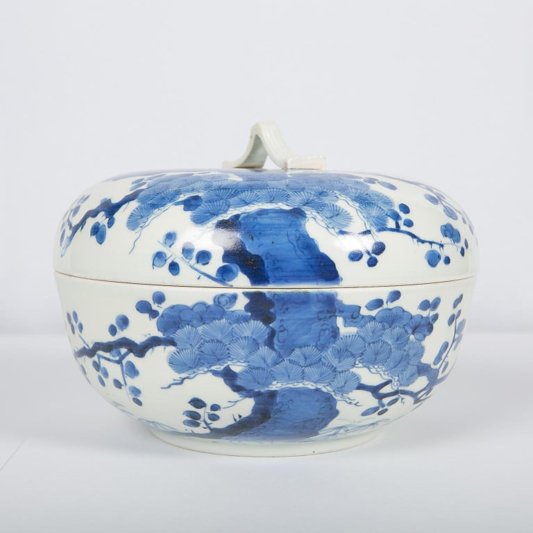 Antique Japanese Blue and White Porcelain Bowl circa 1760 For Sale 10