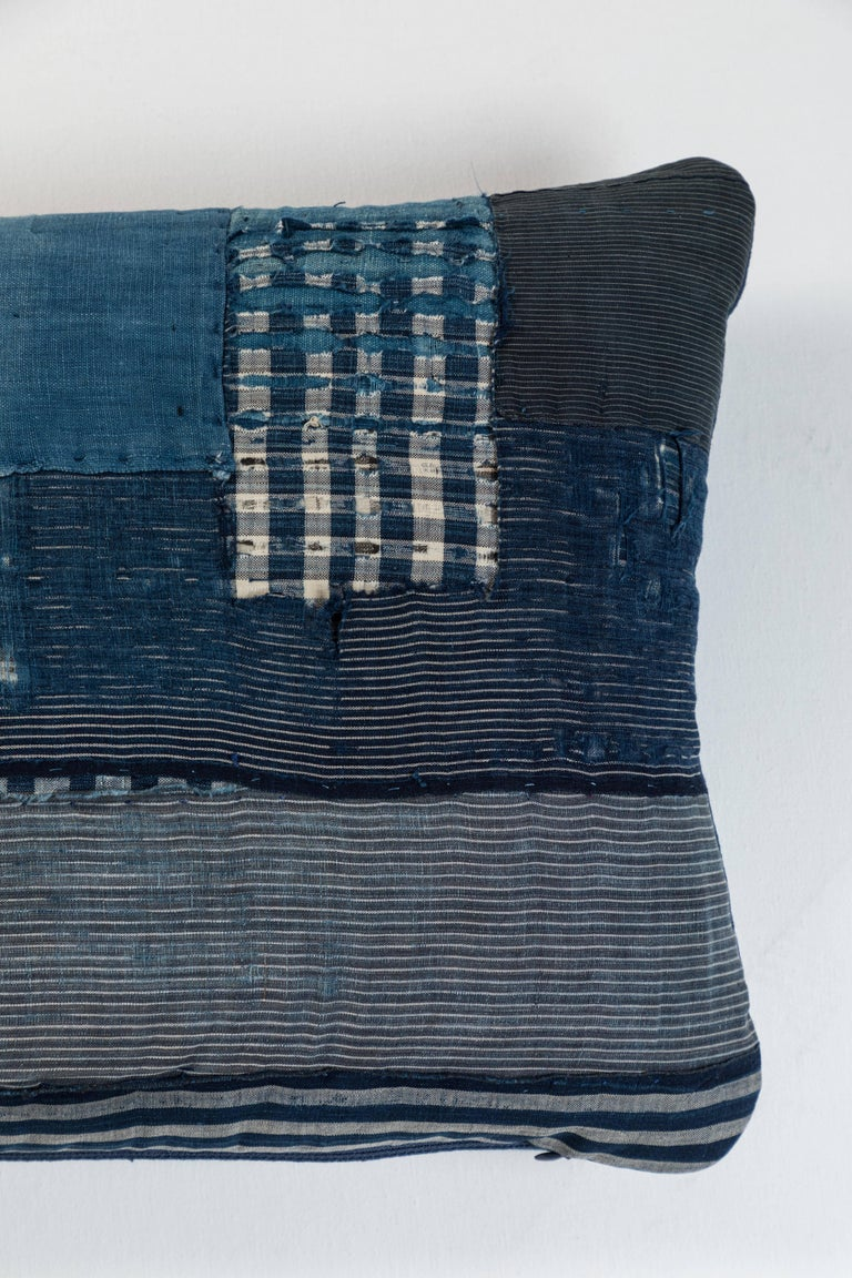 Antique Japanese Boro Textile Pillow In Distressed Condition For Sale In Los Angeles, CA