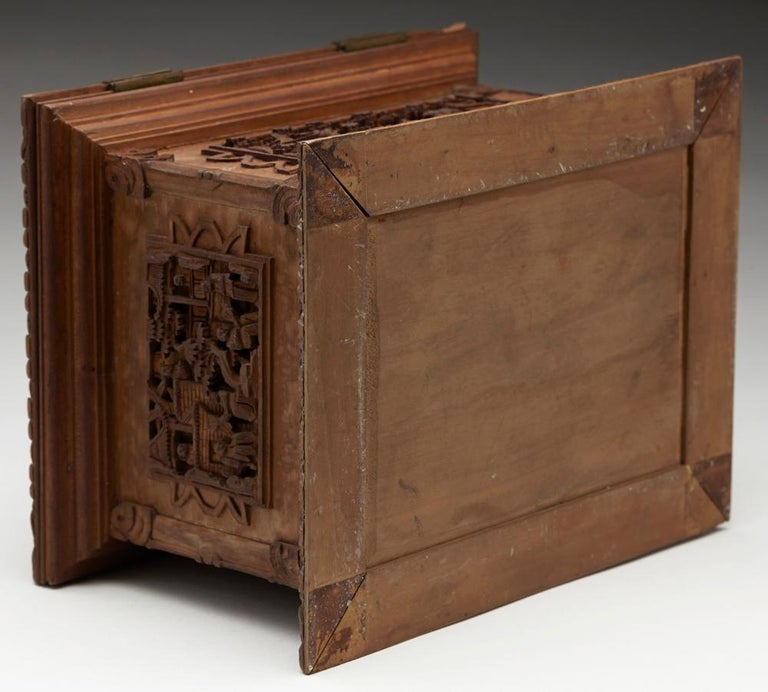 Antique Chinese Canton Carved Wooden Jewelry Box, 19th Century For Sale 1