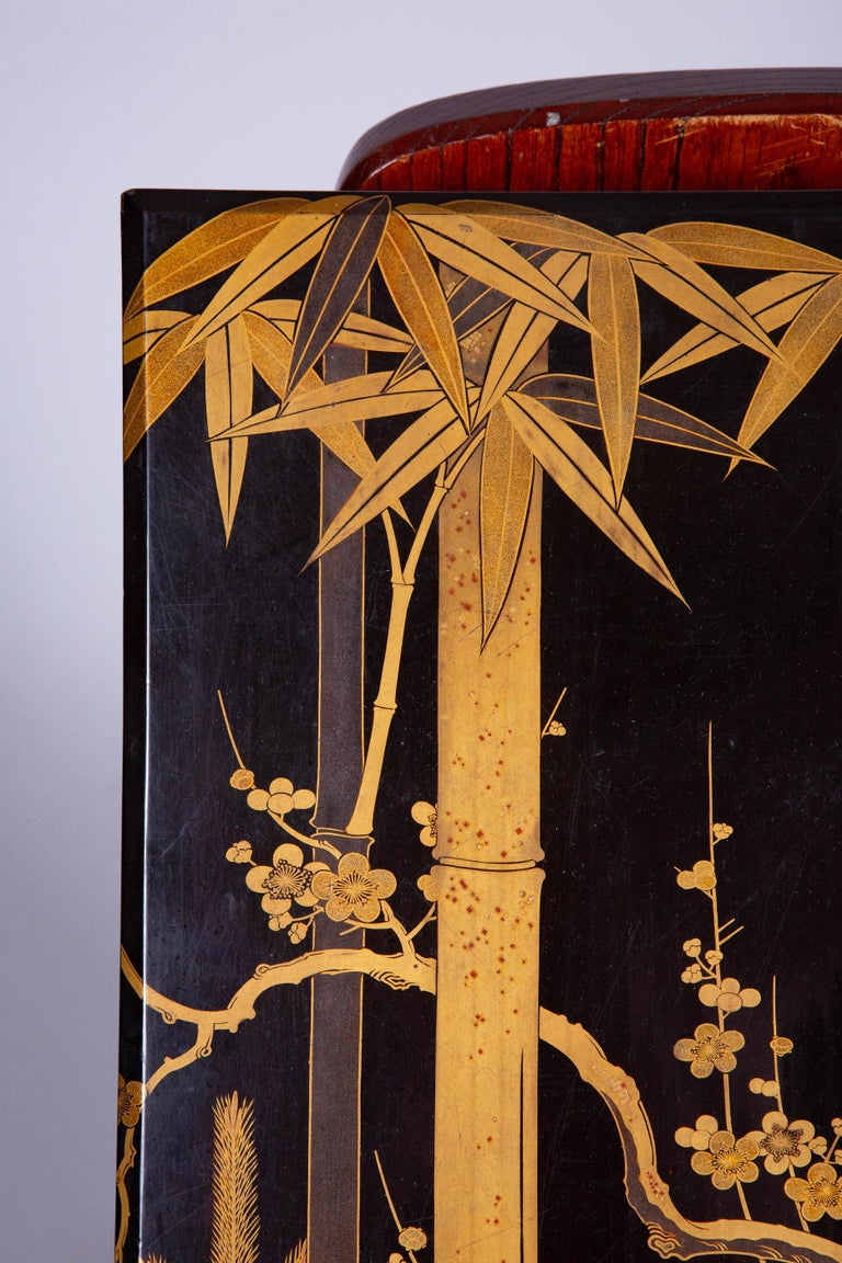 Antique Japanese Lacquer Box with Plumb, Bamboo, and Pine In Excellent Condition For Sale In Hudson, NY