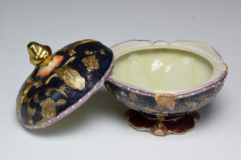 Pair of Antique Japanese Meiji Period Porcelain Trinket or Jewelry Boxes For Sale 3