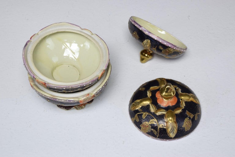Pair of Antique Japanese Meiji Period Porcelain Trinket or Jewelry Boxes For Sale 10