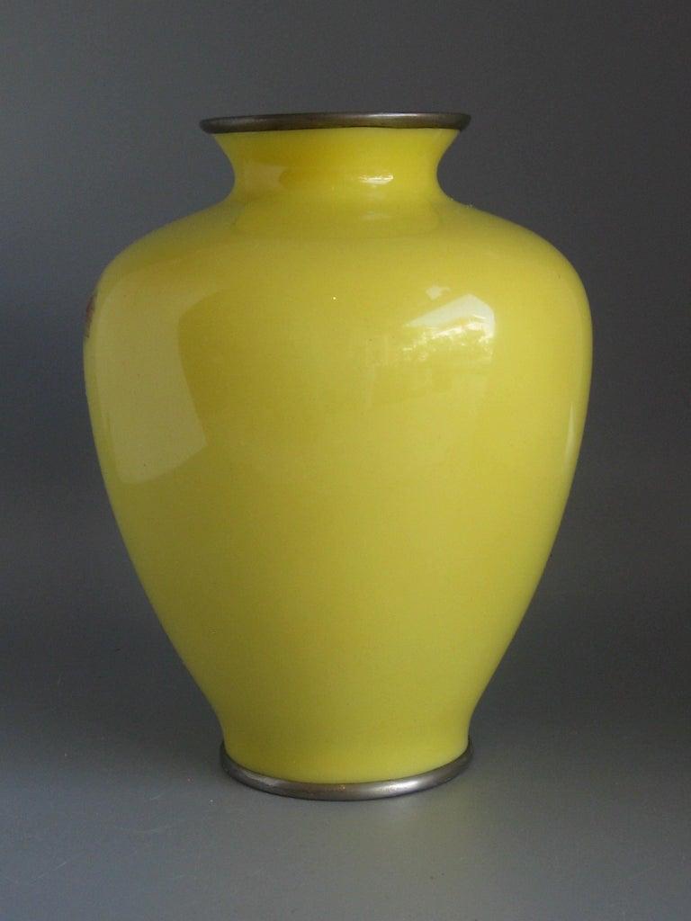 Antique Japanese Yellow Cloisonné Enamel Vase with Hoo-oo Bird Meiji Era For Sale 4