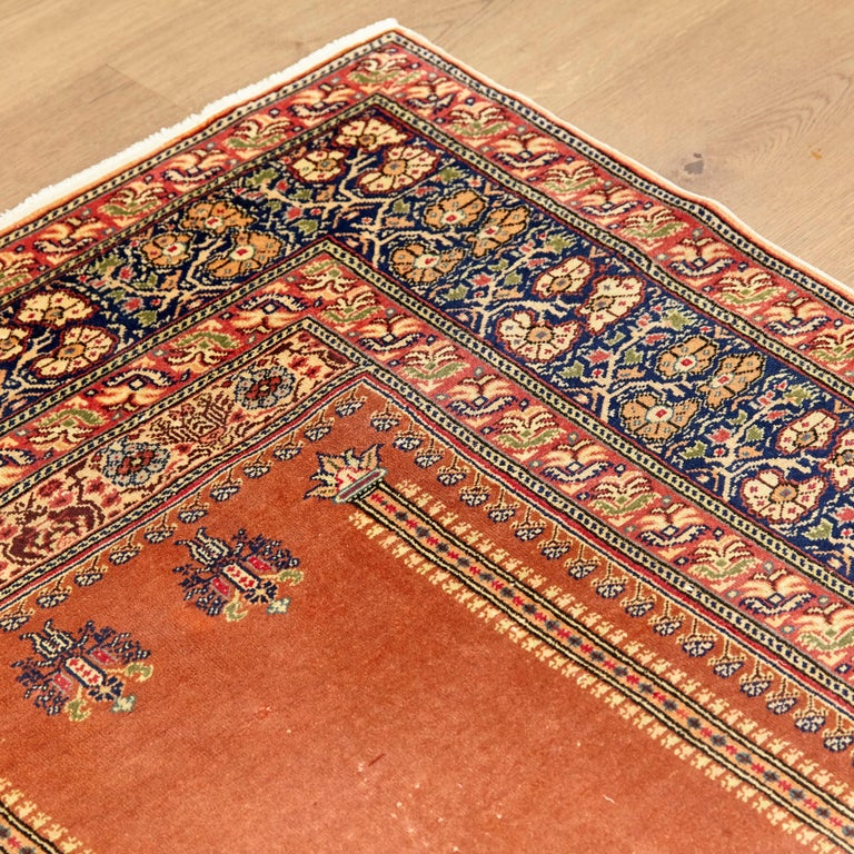 Antique Kaysery Turkey Hand Knotted Wool Rug, circa 1950 In Fair Condition For Sale In Barcelona, Barcelona