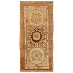 Antique Khotan Carpet. Size: 5 ft x 10 ft 6 in