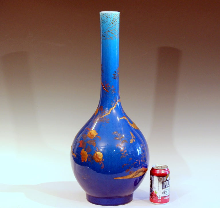 Large Kyoto-Awaji vase in bright blue crackle glaze with cold painted lacquer decoration, circa 1910s. Measures: 25