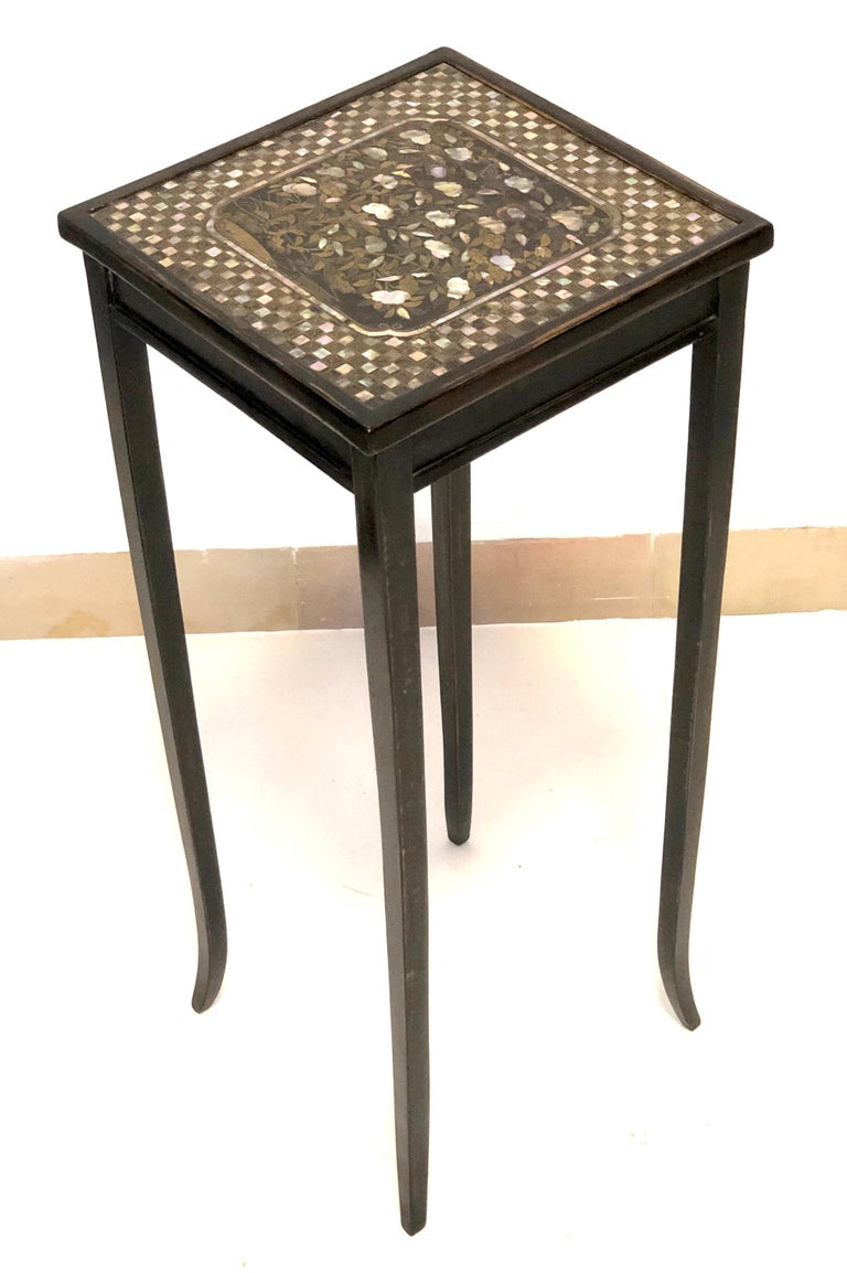 Antique Lacquer Mother of Pearl Apple Peach Tree Side Pair of Tables In Good Condition For Sale In Munich, DE