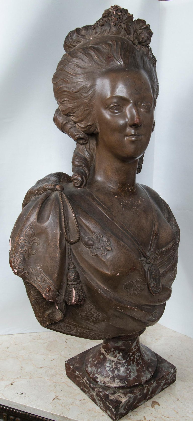 Antique Large Bust in Terracotta of Marie Antoinette For Sale 3