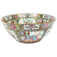 Antike Große Chinesischer Export Canton-Famille Rose Schale, 19. Jahrhundert