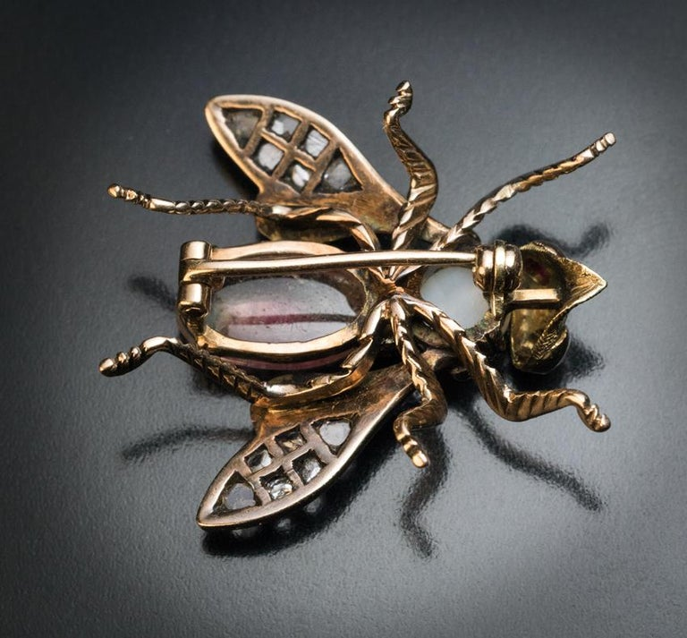Antique Late 19th Century Jeweled Gold Insect Brooch In Excellent Condition For Sale In Chicago, IL