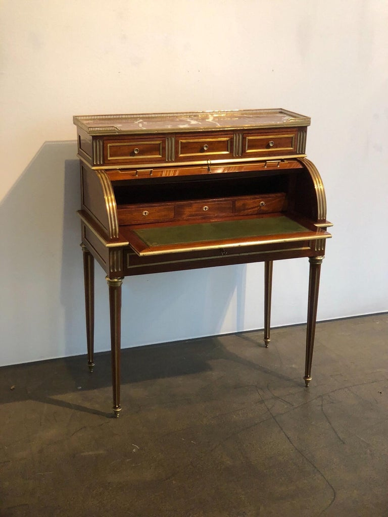 Antique Late 19th Century Louis XVI Cylinder Bureau Writing Desk from France In Good Condition For Sale In Vienna, AT