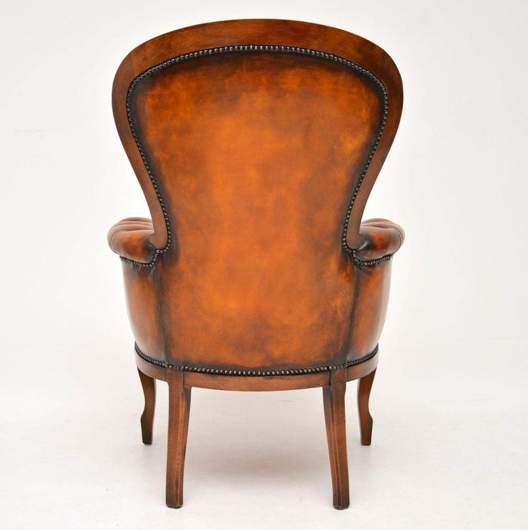 Antique Leather and Mahogany Spoon Back Armchair In Good Condition For Sale In London, GB