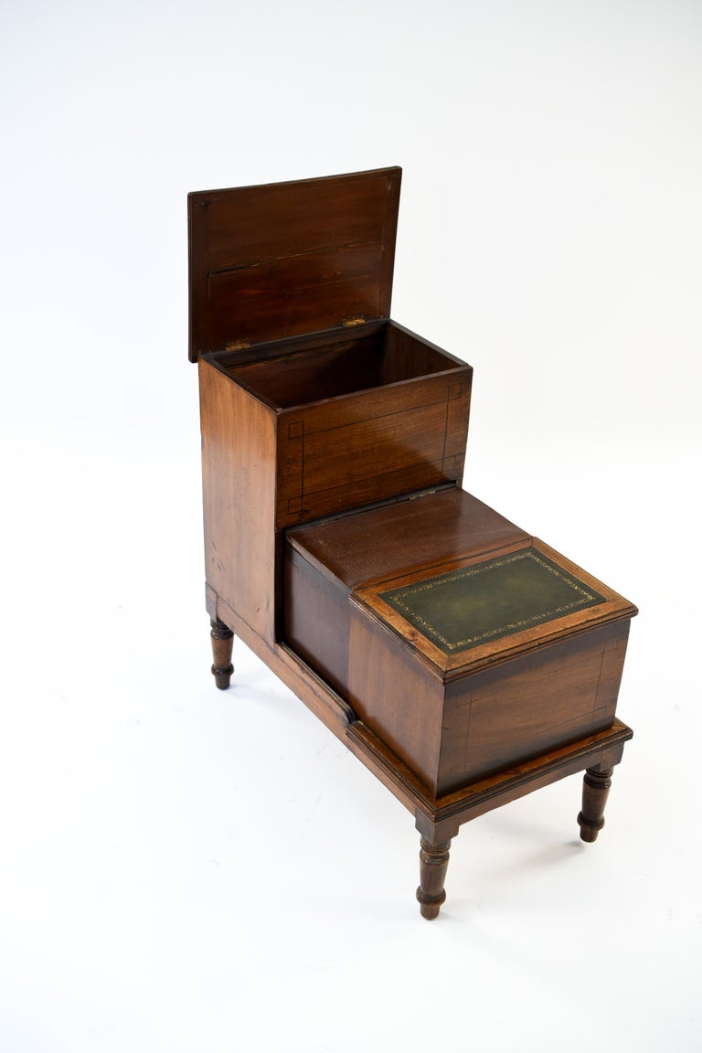 Antique Leather Top Mahogany Library Steps In Good Condition For Sale In Westport, CT