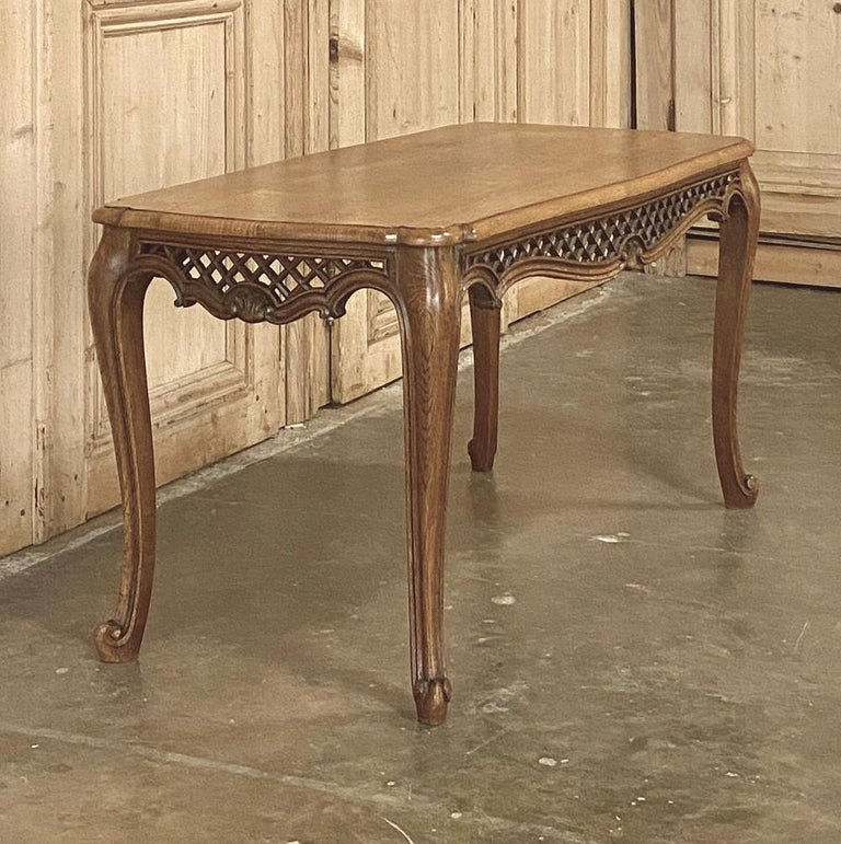 Antique Liegoise Carved Oak Coffee Table In Good Condition For Sale In Dallas, TX