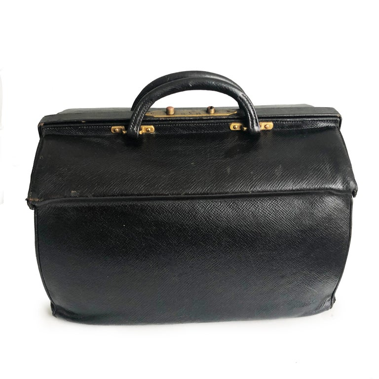Women's or Men's Antique Louis Vuitton Black Doctors Bag Sac Cabine Rare Travel Bag Early 20th C For Sale