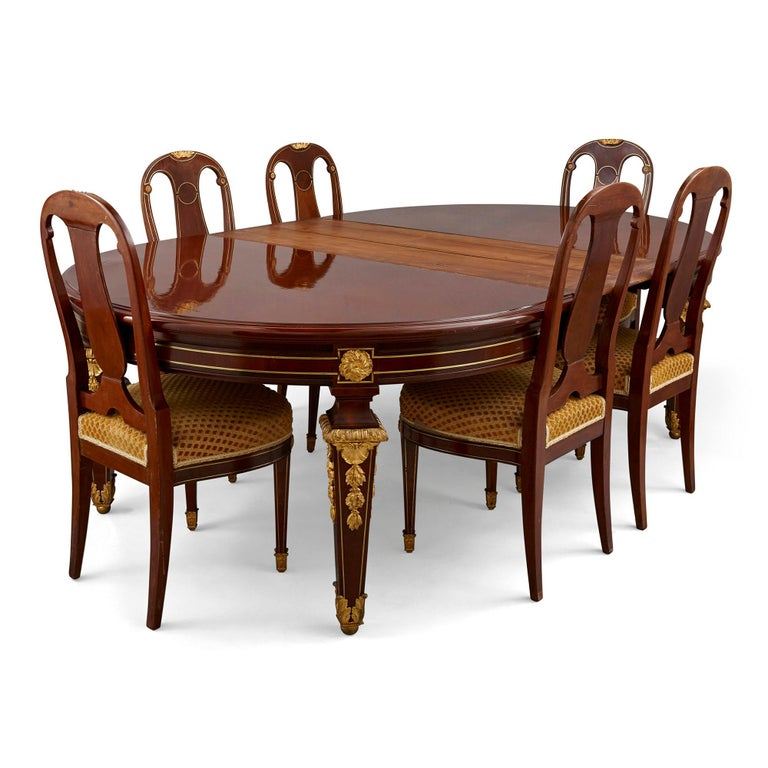 Antique Louis XVI Style Dining Table by Mercier Frères In Good Condition For Sale In London, GB