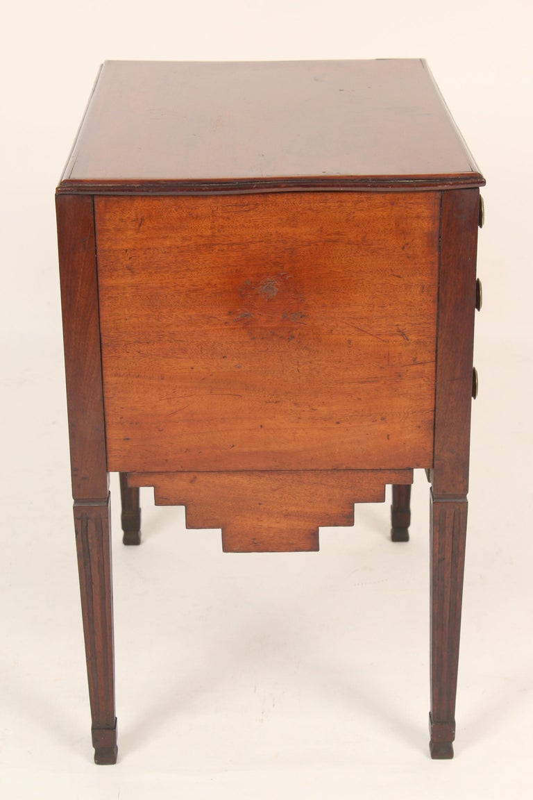 Antique Louis XVI Style Mahogany Occasional Commode In Good Condition For Sale In Laguna Beach, CA