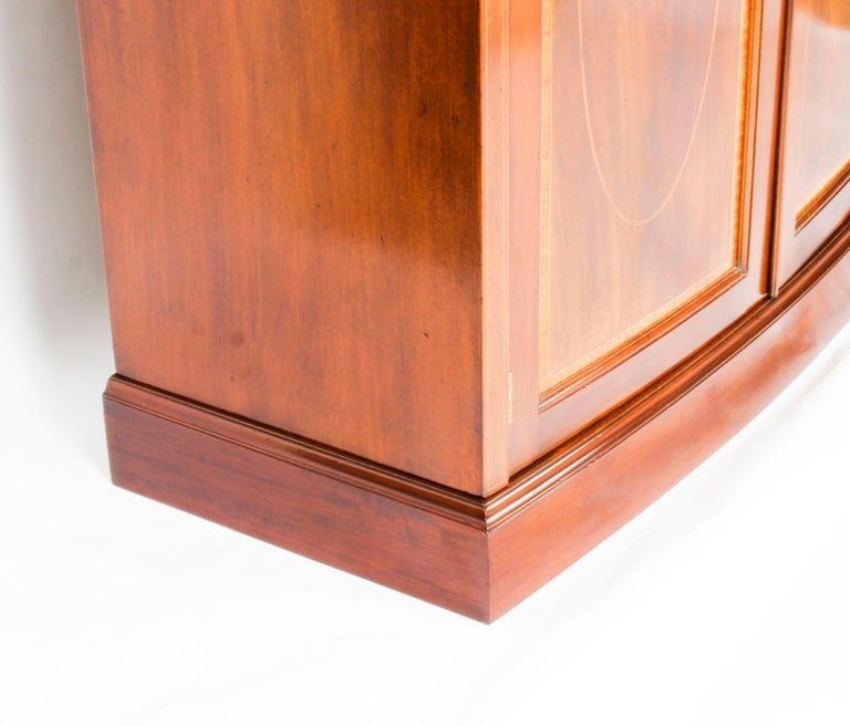 Antique Mahogany Bow Fronted Two-Door Wardrobe by Maple & Co, 19th Century For Sale 7