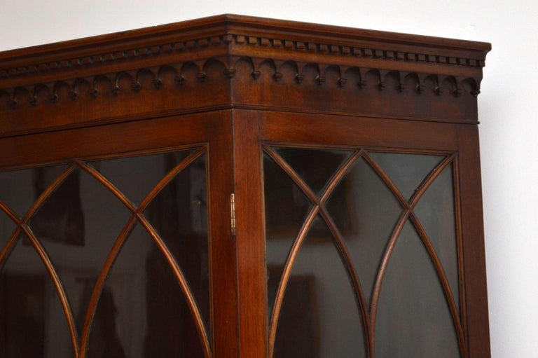 Antique Mahogany Display Cabinet on Stand In Good Condition For Sale In London, GB