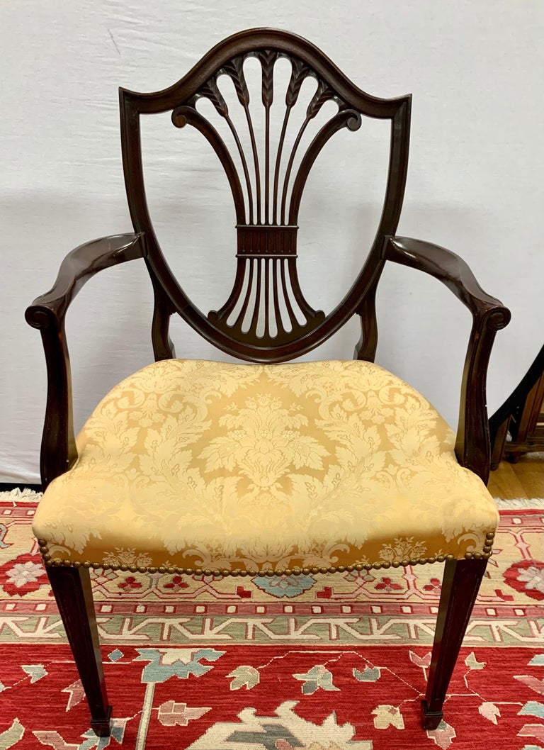 Antique Mahogany Hepplewhite Carved Wheat Sheaf Shieldback Dining Chairs In Good Condition In West Hartford, CT