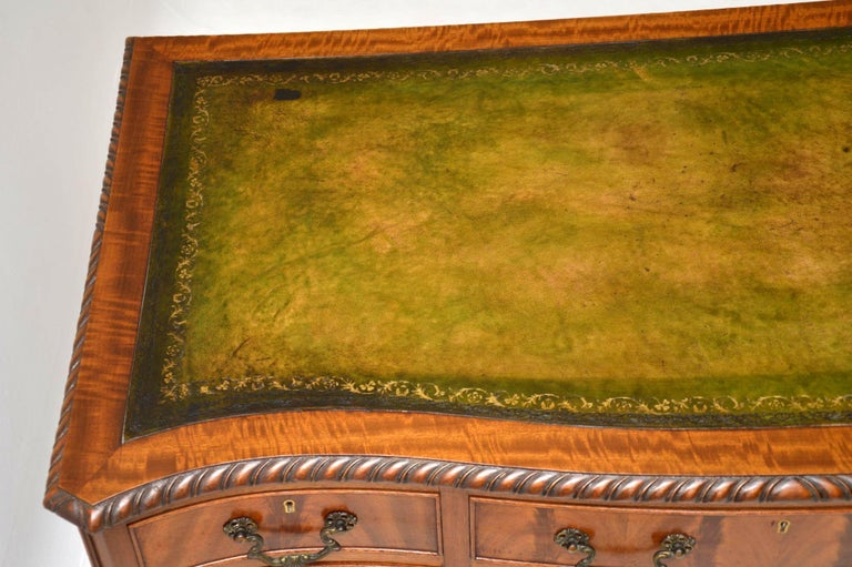 Antique Mahogany Leather Top Desk In Good Condition For Sale In London, GB