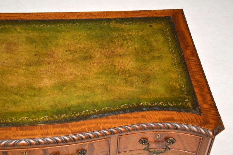 Early 20th Century Antique Mahogany Leather Top Desk For Sale