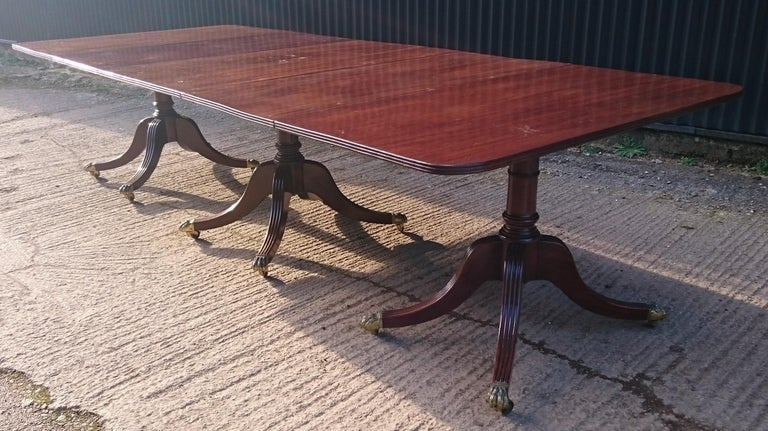 Antique Mahogany Three-Pedestal Dining Table For Sale 1