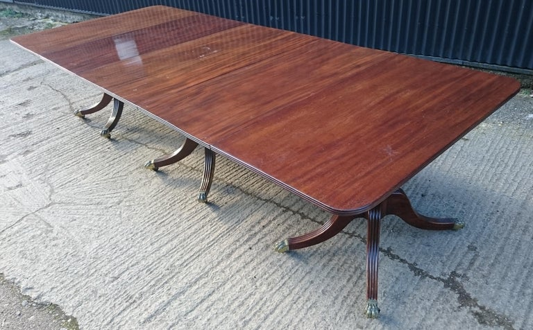 Antique Mahogany Three-Pedestal Dining Table For Sale 2